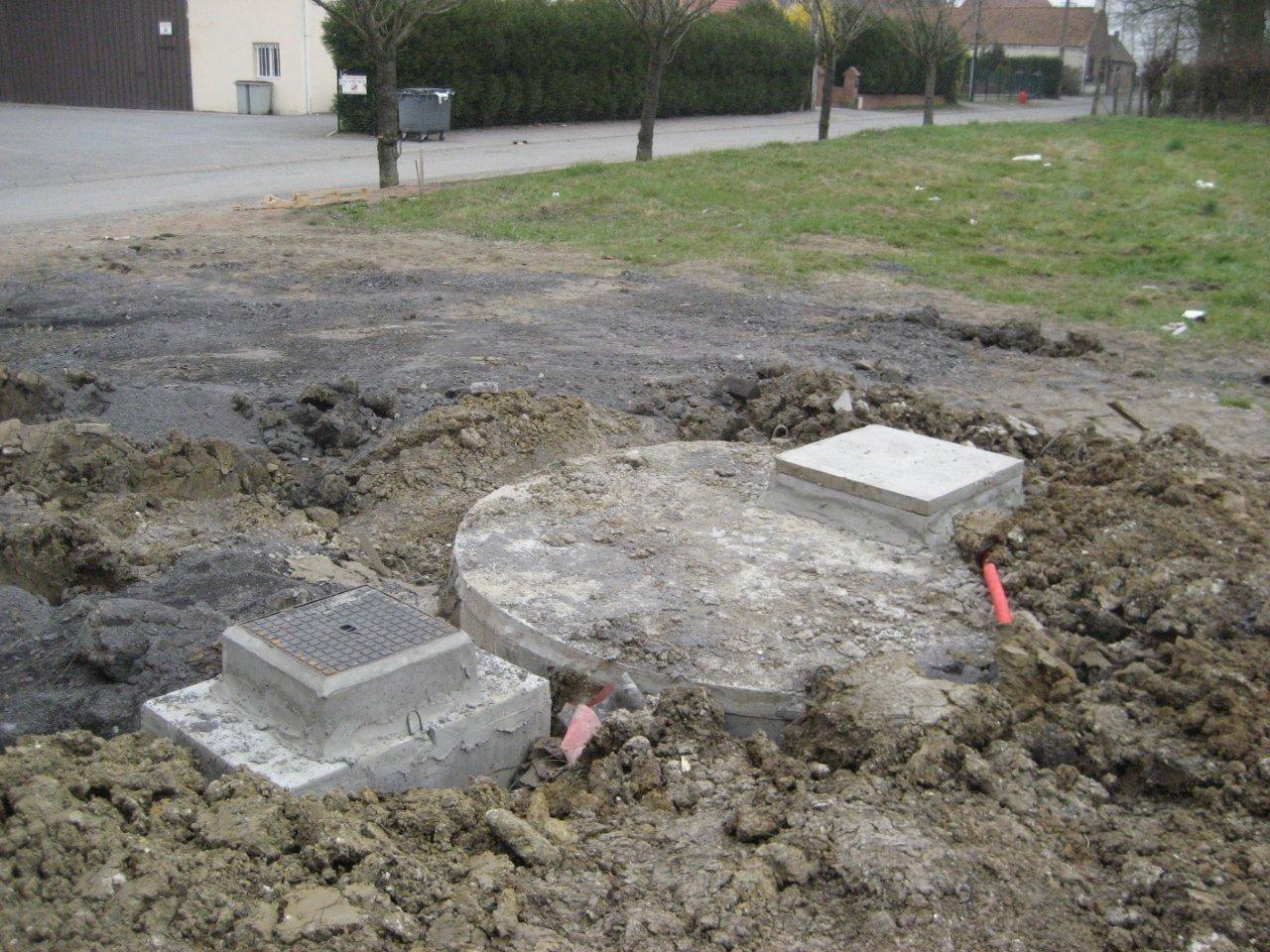 Niveler terrain aplanissons le sol pour niveler le - Comment niveler un terrain ...