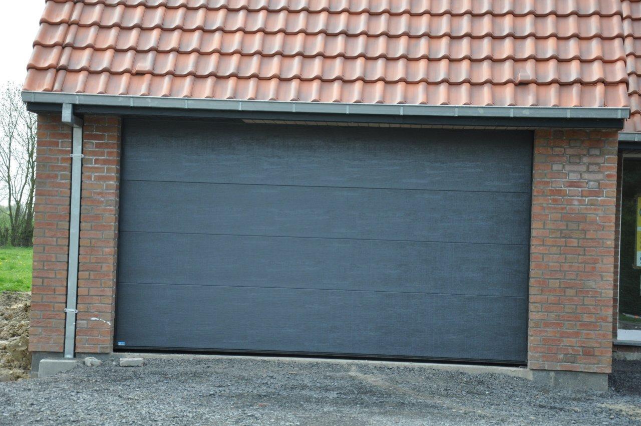 Mais bon sur laspect pratique les planches faisaient bien laffaire surprise donc en arrivant en voyant la porte de garage installée